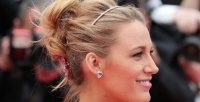https://dviyeq873v9uq.cloudfront.net/wp-content/uploads/2016/05/29093037/Blake-Lively-Cannes-Hair-2016-Up-do-1024x9611-e1464499860255.jpg