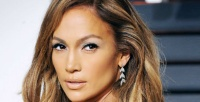 https://dviyeq873v9uq.cloudfront.net/wp-content/uploads/2017/07/16170137/Jennifer-Lopez-Long-Wavy-Brunette-Romantic-Hairstyle-cropped.jpg