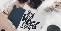 https://dviyeq873v9uq.cloudfront.net/wp-content/uploads/2017/08/14124841/good-vibes-only-handbag-contents.jpg
