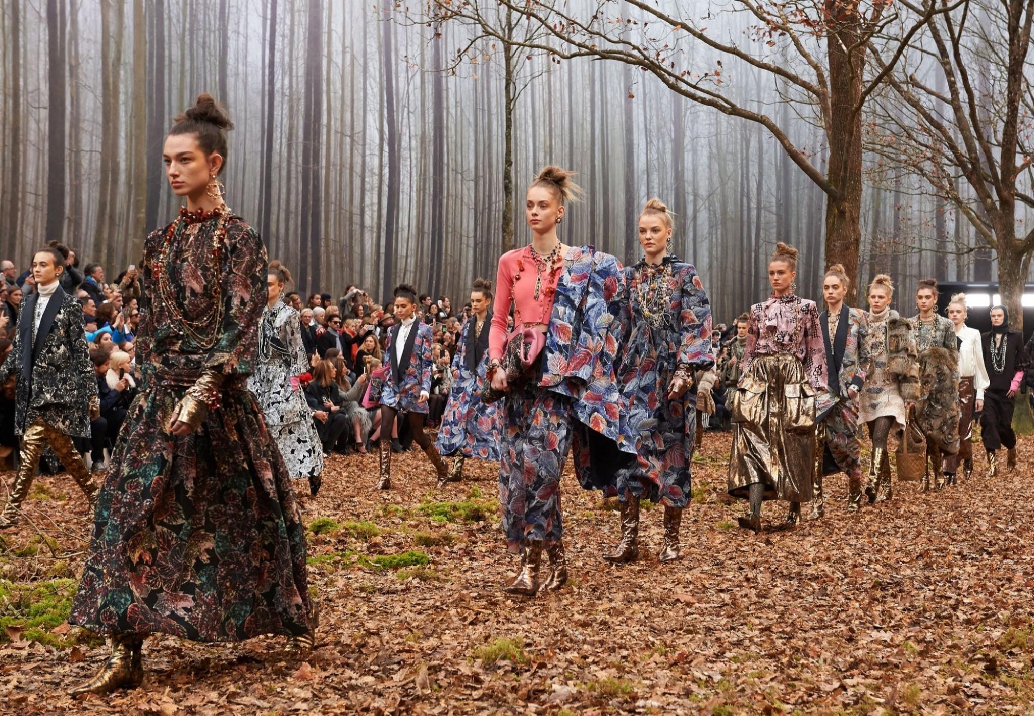 Chanel ورحلة تفيض أناقة إلى قلب الطبيعة